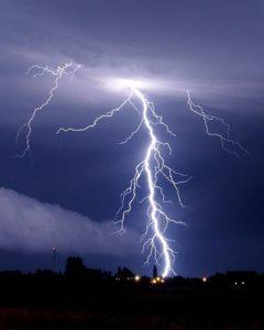 Imagem do artigo 3 240x300 - O que são descargas atmosféricas?